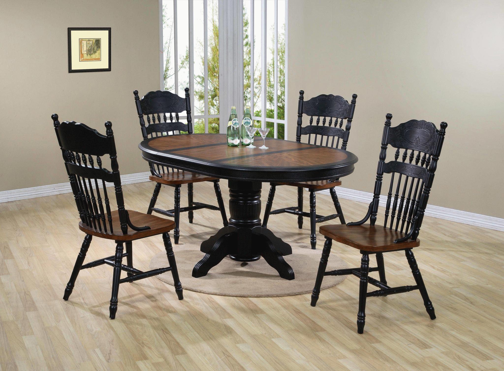 Распродажа столов и стульев.