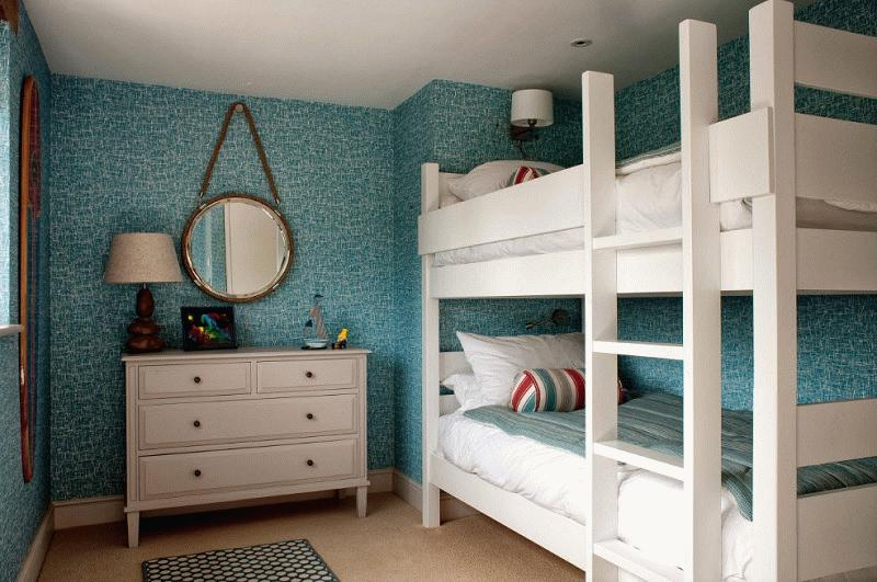 Для экономии пространства подойдет двухъярусная кровать